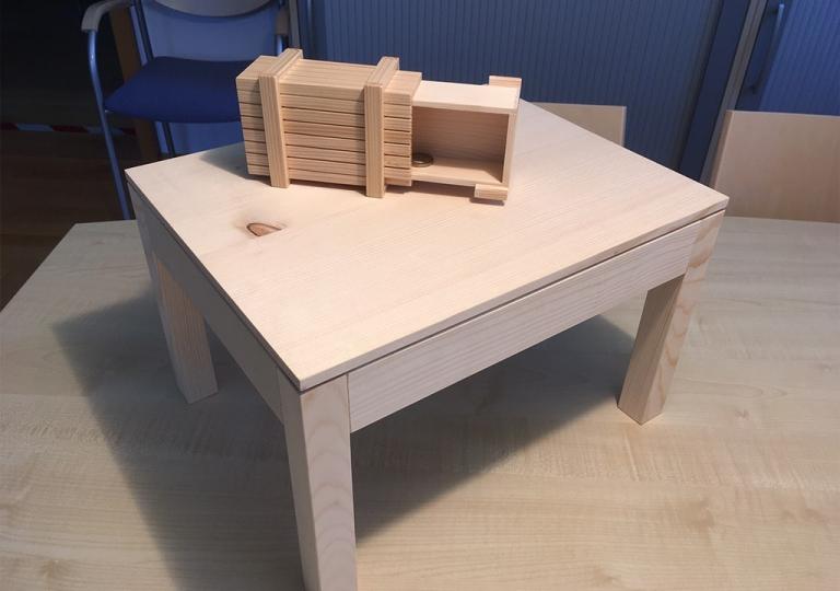 Lernpartnerschaft MOSER Tisch_magische Kiste